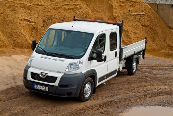 Peugeot bietet den Boxer Bison 3-Seiten-Kipper an
