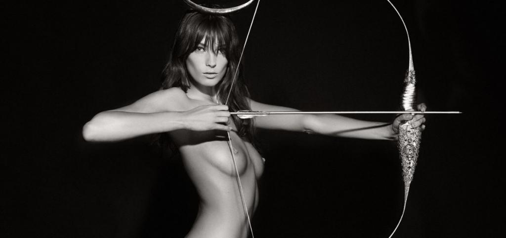 Pirelli-Kalender: Karl Lagerfeld inszeniert Helden und Göttinnen
