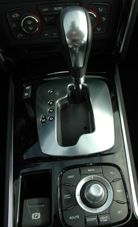 Renault Latitude: Beide Turbodiesel sind mit Sechsstufen-Automatik kombiniert.