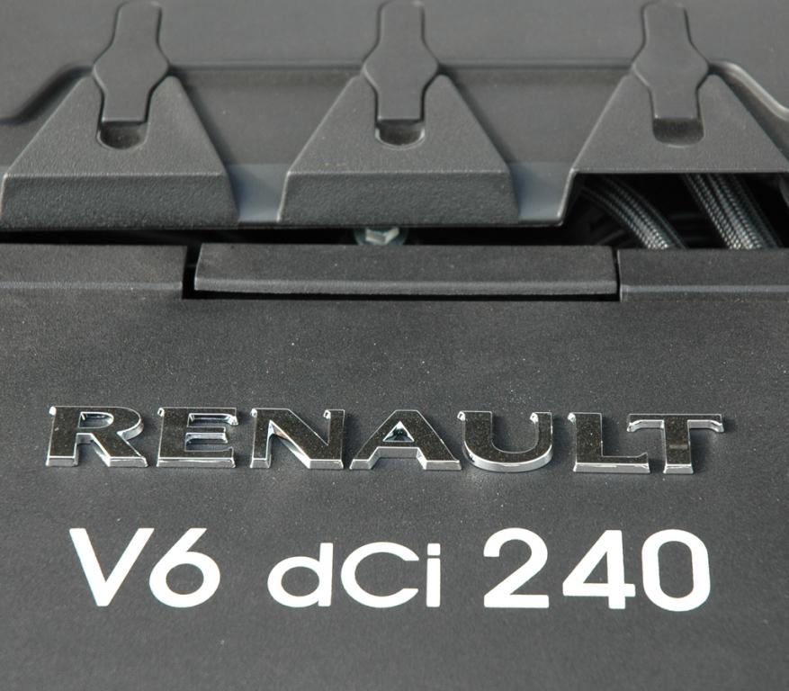 Renault Latitude: Der große Turbodiesel verfügt über sechs Zylinder.