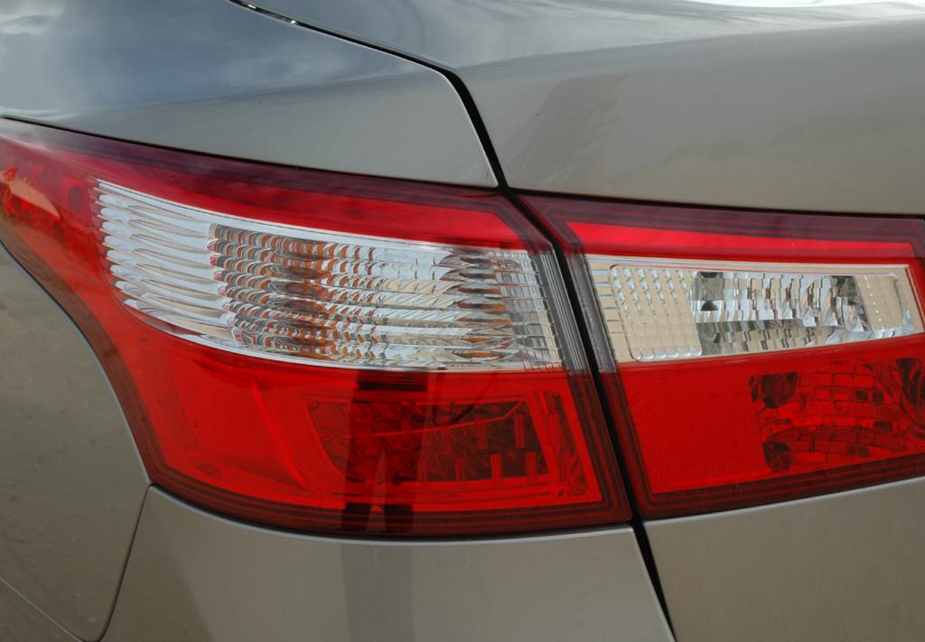 Renault Latitude: Die Heckleuchten verfügen über moderne LED-Technologie.