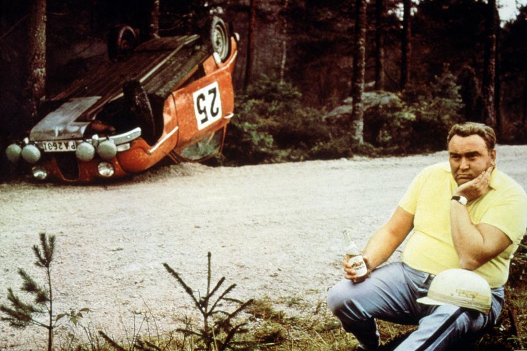 Rennfahrer Erik Carlsson bei Werbeaufnahmen