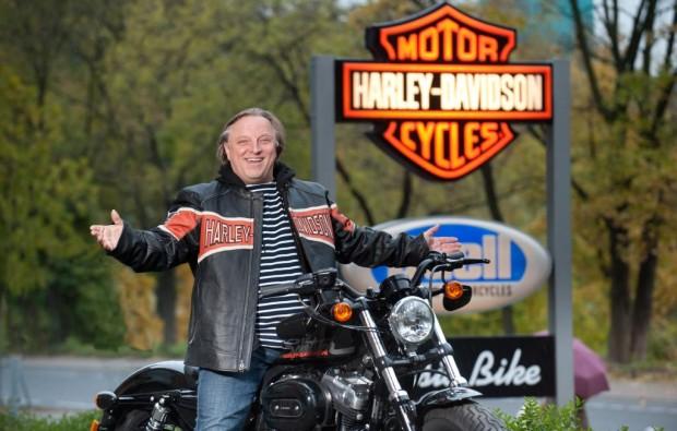 Tatort-Komimissar fährt Harley-Davidson
