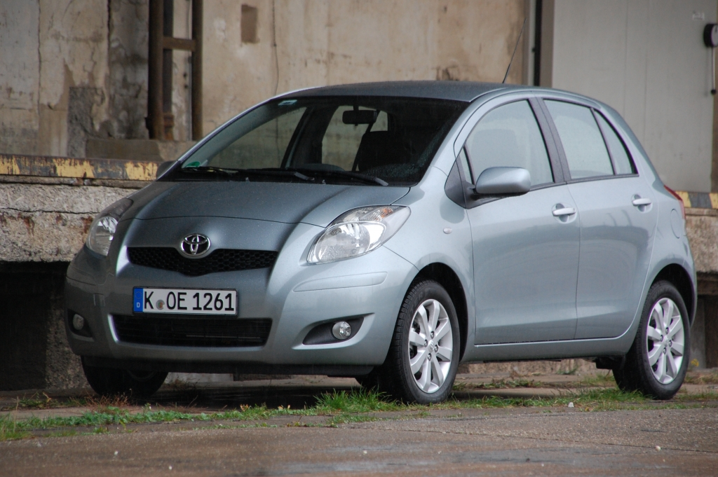UNFERTIG Toyota Yaris 1,3