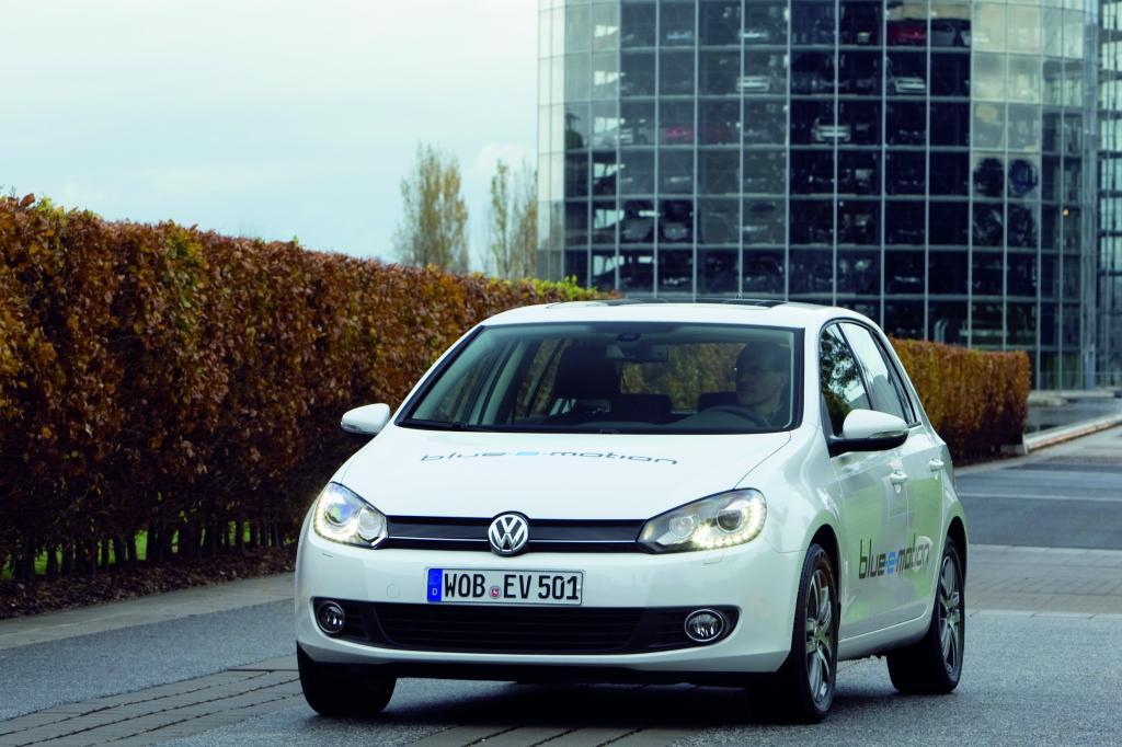Volkswagen zeigt Golf Blue E-Motion