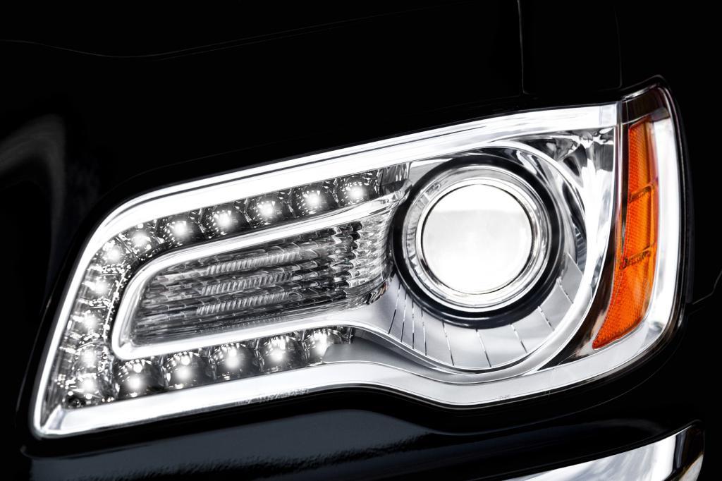 Auch Chrysler versucht sich an einer unverwechselbaren Scheinwerfer-Signatur