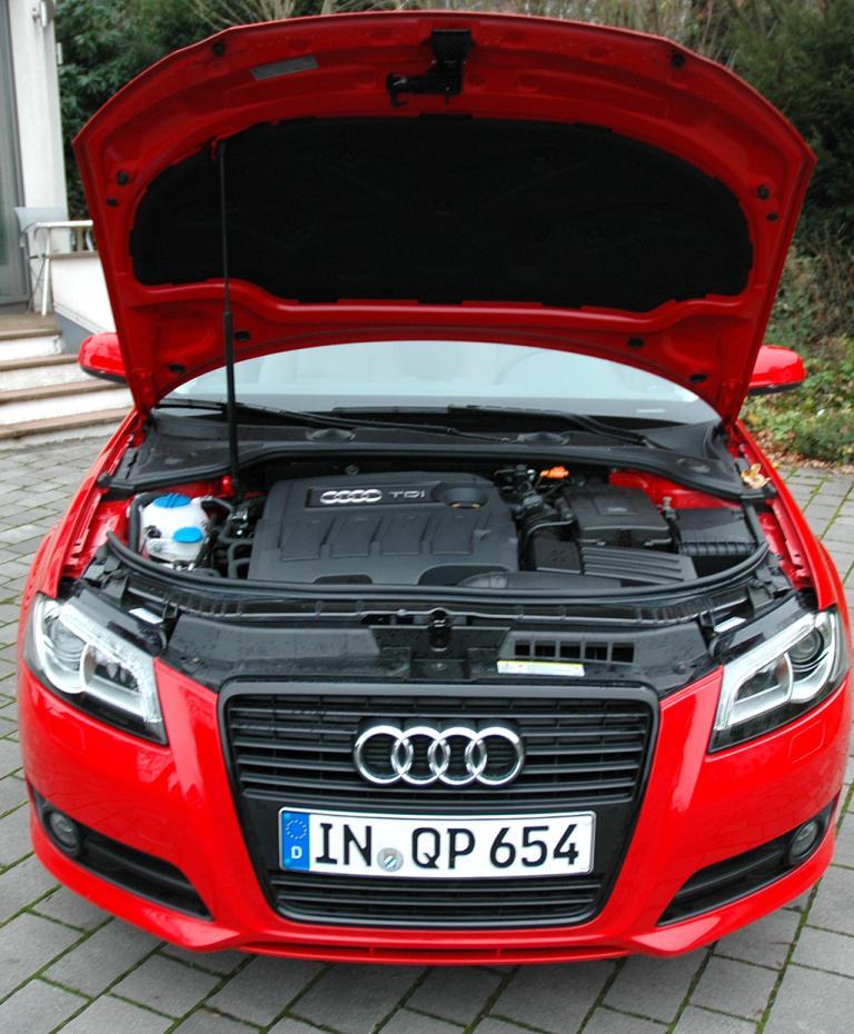 Audi A3 Diesel: Blick unter die Motorhaube des 1,6-Liter-Selbstzünders.