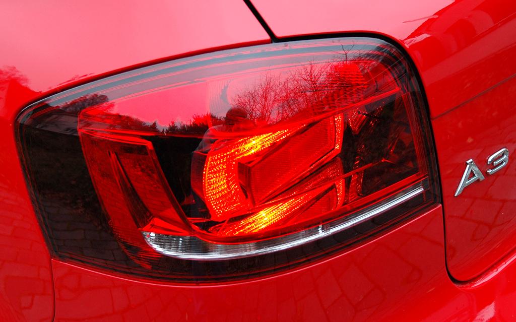 Audi A3 Diesel: Moderne Leuchteinheit hinten mit Modellschriftzug.
