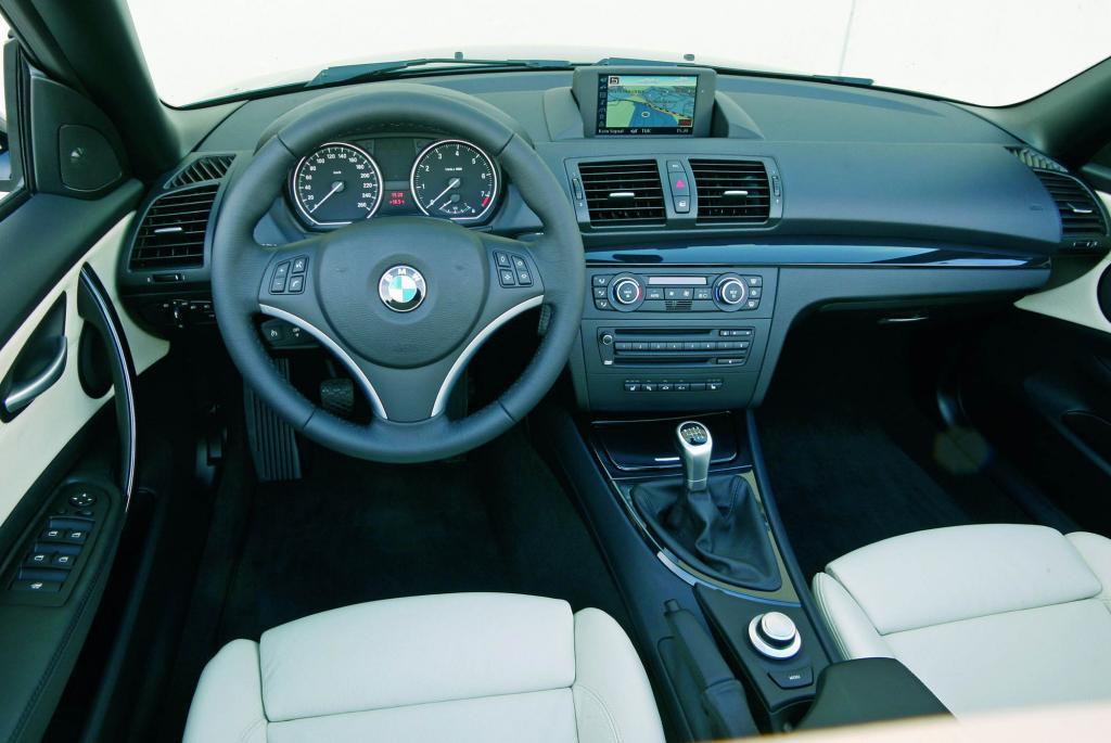 Aufregäumtes Cockpit im Cabrio