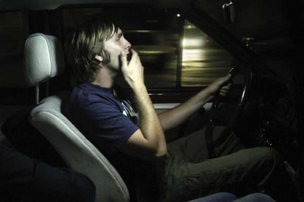Autofahren: Auf langen Strecken ausreichend pausieren