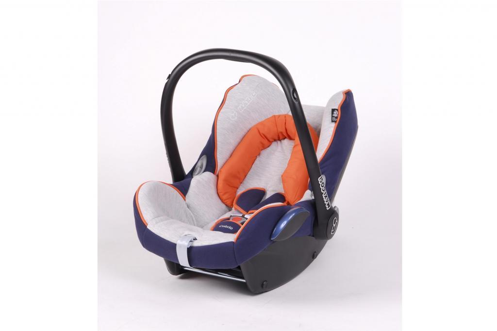 Babyschalen dürfen nur bei deaktiviertem Airbag auf dem Beifahrersitz befördert werden