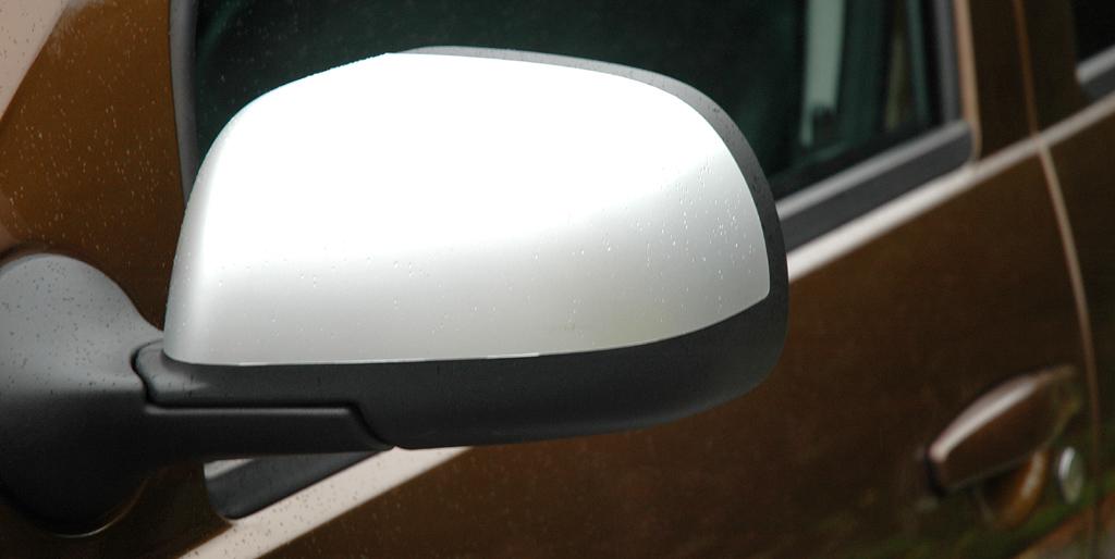 Dacia Duster: Die Außenspiegel sind nach unten schwarz abgesetzt.
