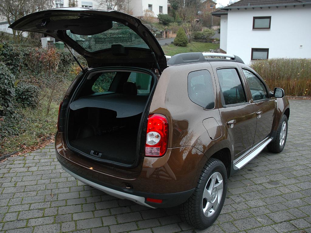 Dacia Duster: Ins Gepäckabteil passen fast 450 bis um die 1600 Liter.