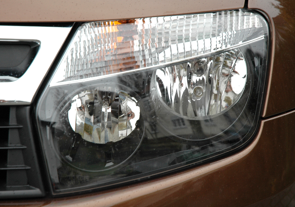 Dacia Duster: Moderne Leuchteinheit vorn.