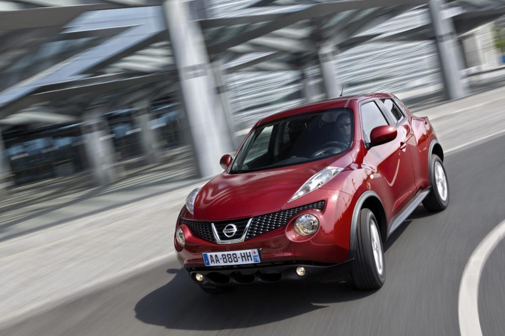 Das Auffällige beim Nissan Juke sind die Leuchten auf der Motorhaube.