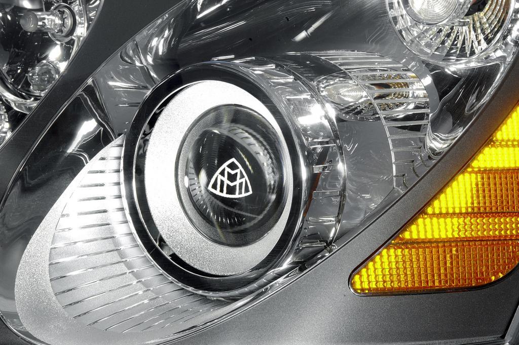 Das Scheinwerfer-Innendesign wird immer wichtiger - hier am Maybach mit Logo