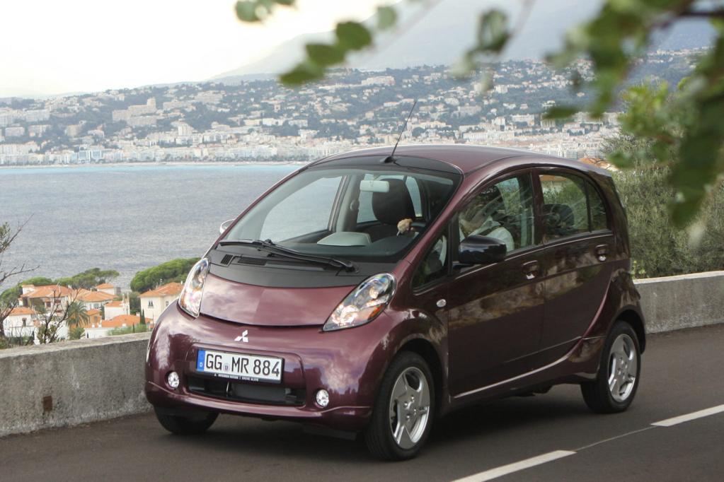 Der Mitsubishi i-MiEV wird dagegen zum Festpreis von brutto 34 390 Euro angeboten, individuelle Leasingangebote gibt es aber auch.