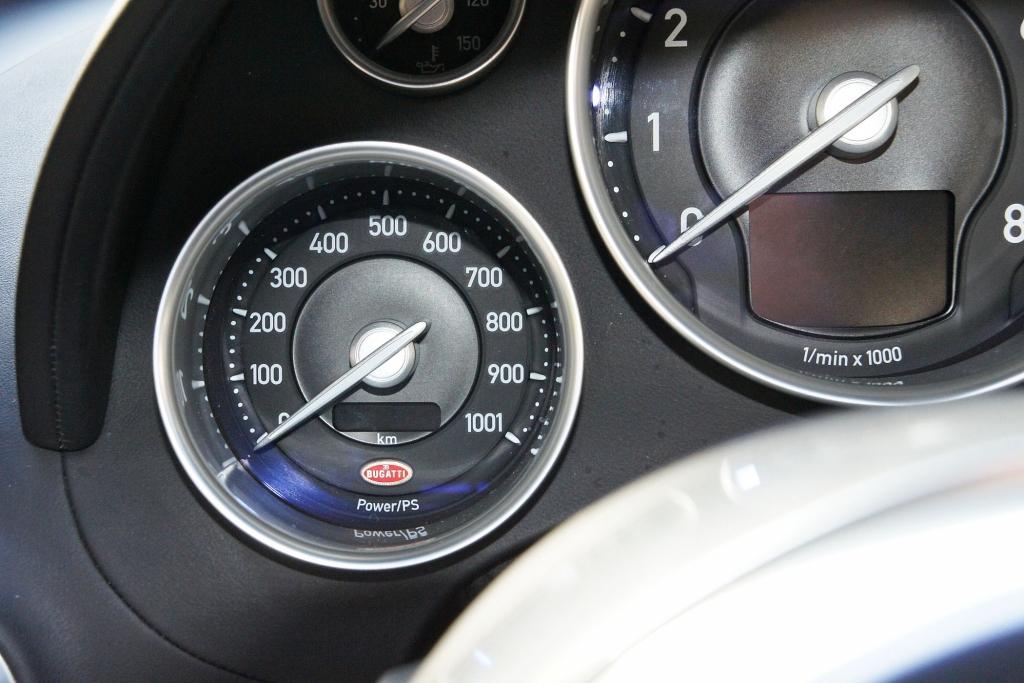 Die Anzeige der abgerufenen Motorleistung ist steter Quell der Faszination.