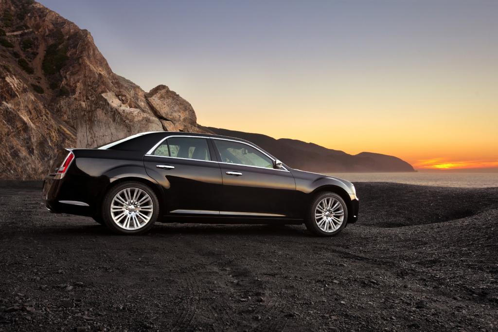 Im seitlichen Aufriss unterscheidet sich der neue Chrysler 300 kaum von seinem Vorgänger
