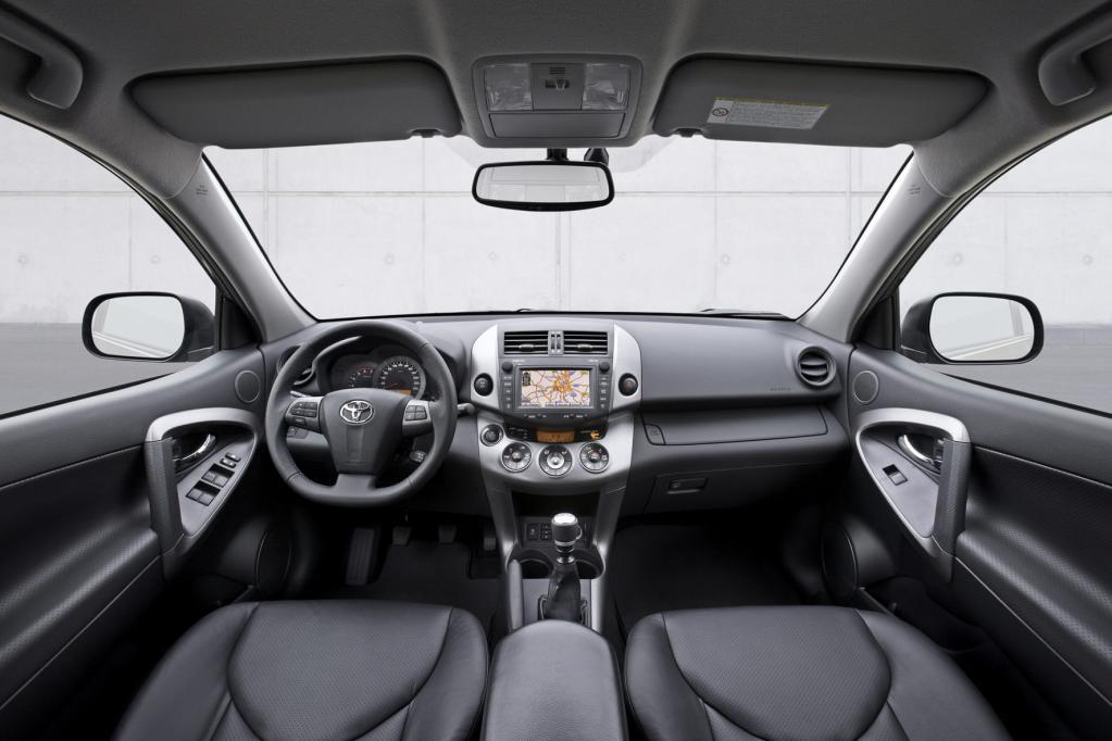 Kompakt-SUV im Vergleich: BMW X1 gegen Toyota RAV4