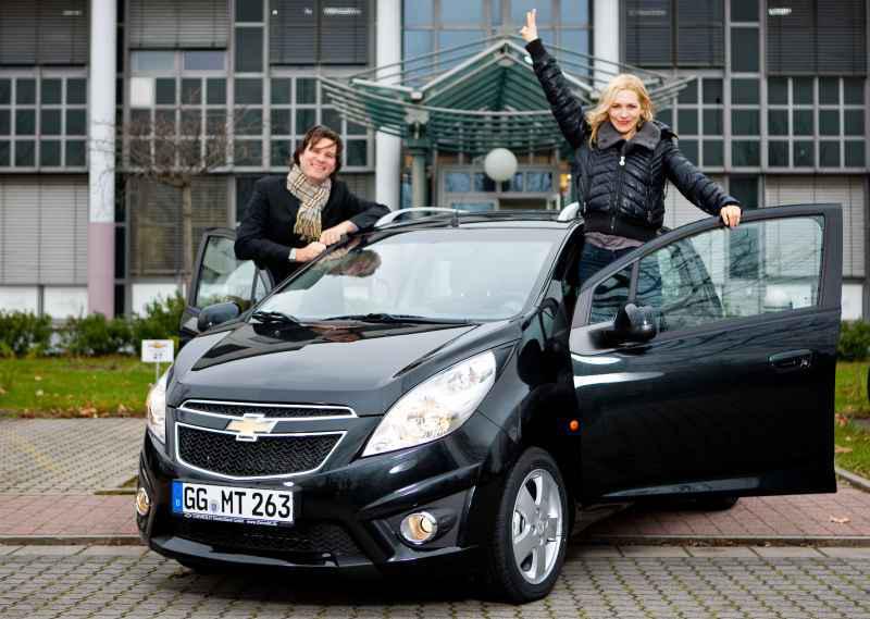Markus Leithe, Geschäftsführer Chevrolet Deutschland - Julia Dietze  , Markenbotschafterin Chevrolet Deutschland.