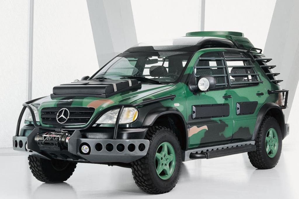 Mercedes hat durchaus Erfahrungen mit Product Placement: In Jurassic Park für die erste Generation der M-Klasse herum