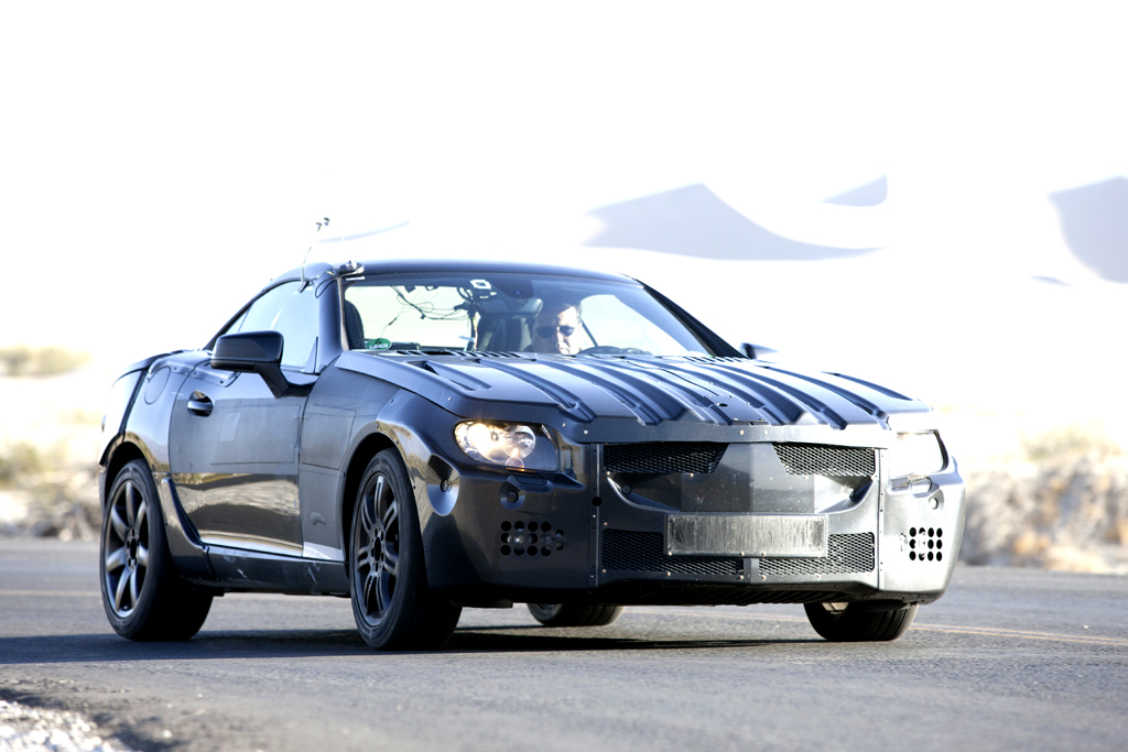 Neu in 2011: Mercedes SLK, hier noch als getarnter Prototyp.