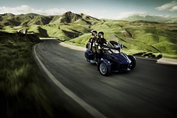 Neuer Can-Am Spyder RT macht auch als Touring Fahrspaß auf drei Rädern möglich