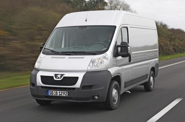 Peugeot Boxer Kastenwagen fährt serienmäßig auf Allwetter-Reifen