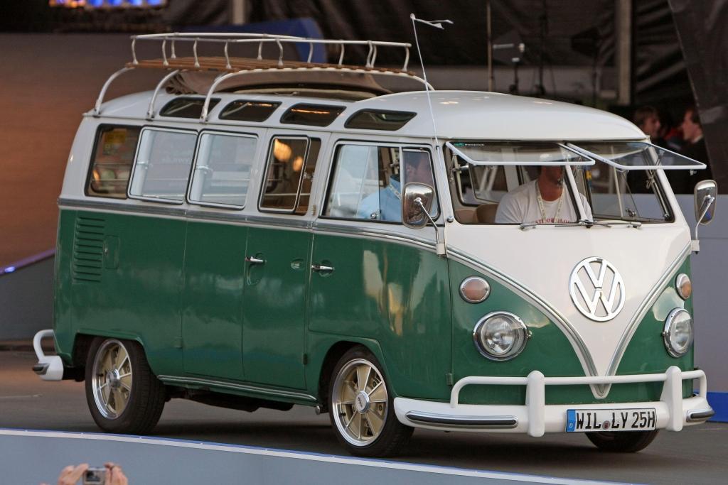 """VW-Bus-Treffen in Hannover anlässlich des 60. Geburtstags der Fahrzeuglegende """"Bulli"""""""