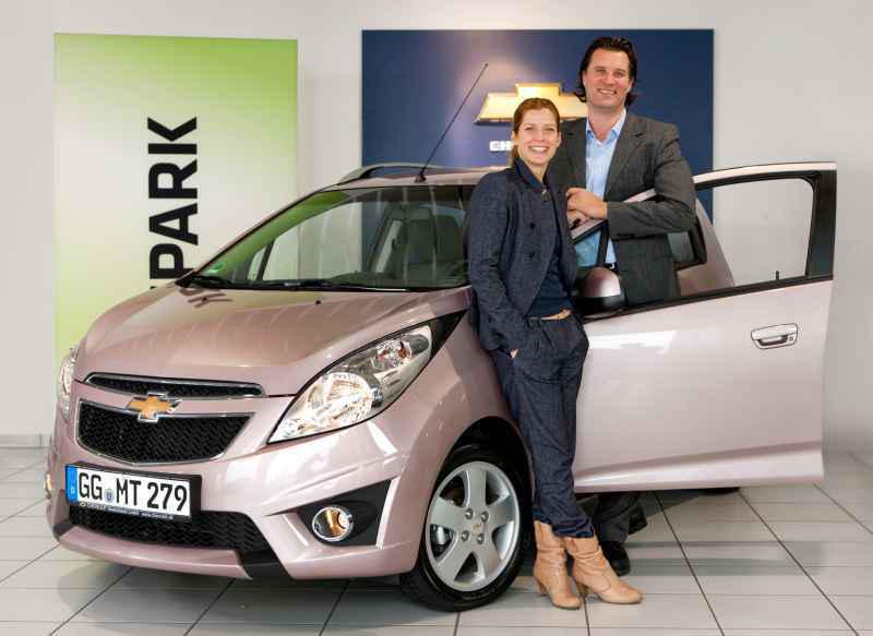 Valerie Niehaus, Markenbotschafterin Chevrolet Deutschland - Markus Leithe, Geschäftsführer Chevrolet Deutschland