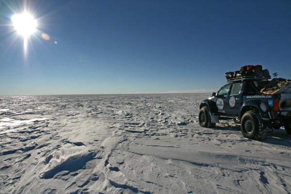 Vier Toyota Hilux fuhren zum Südpol