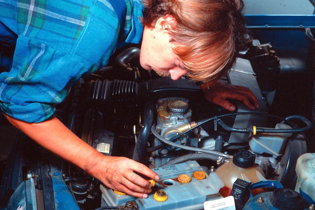 Wer beruflich an Autos schraubt, lebt statistisch gesehen gefährlich.