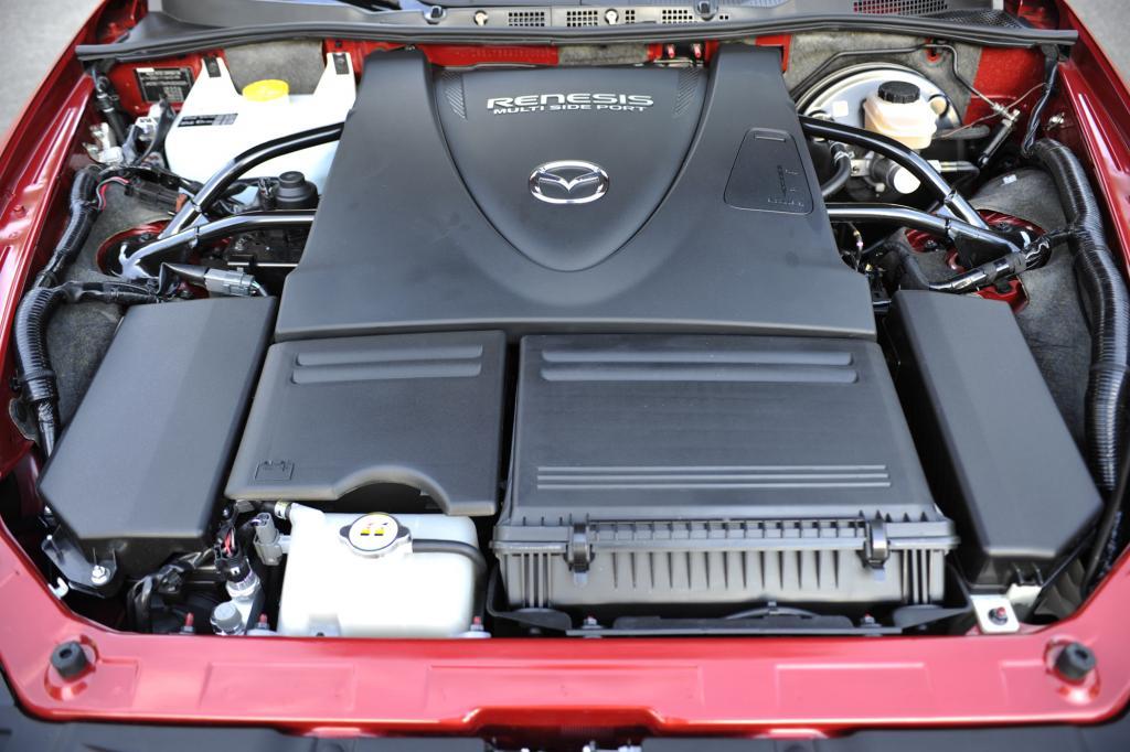 Zweischeiben-Wankelmotor, 170 kW/231 PS bei 8.200/min, max. Drehmoment 211 Nm bei 5500/min