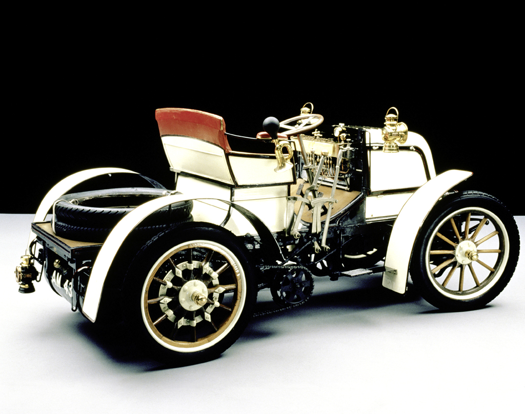 1898 kam mit Daimlers 8-PS-