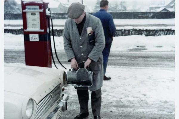 50 Jahre TÜV-Plakette - Wiederkehrendes Farbenspiel