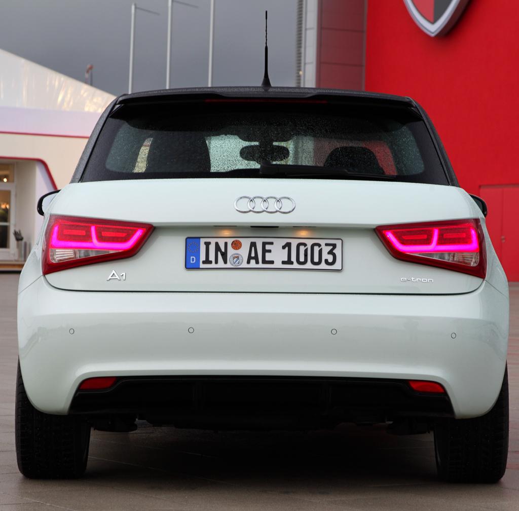 Audi A1 e-tron: Blick auf die Heckpartie des Viersitzers.