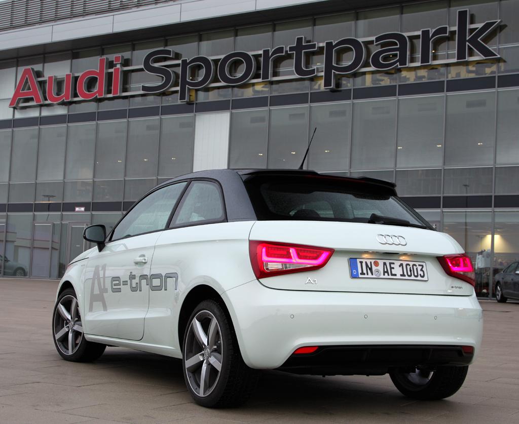 Audi A1 e-tron: Heck-/Seitenansicht.
