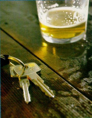 Betrunken sollte man auch nicht zum Alkoholtest fahren, Bild: babble.com