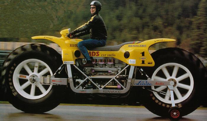 Bis zu 100 km/h schnell kann man mit diesem Riesen-Mortorrad fahren