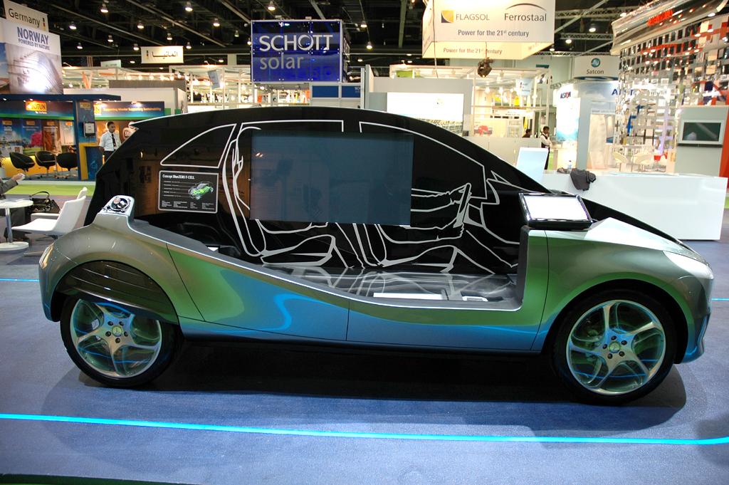 Blick auf das Schnittmodell des Brennstoffzellen-Konzeptautos BlueZero.