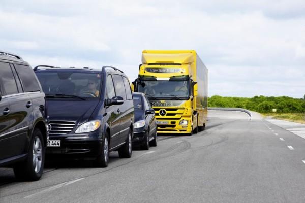Bremsassistent von Mercedes-Benz erhält