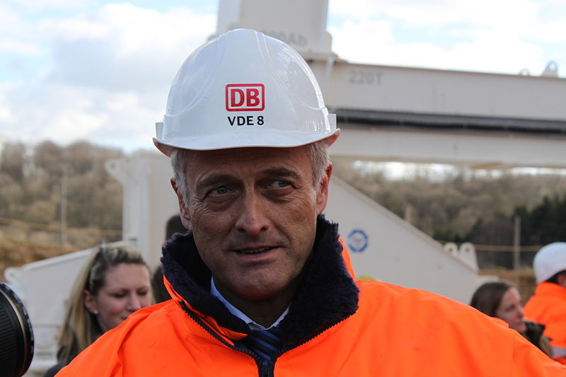 Bundesverkehrsminister Ramsauer forderte die Deutsche Bahn auf, künftig nur noch Fahrschein statt Ticket zusagen - das sei wenigstens Deutsch. Aber wie sieht es aus mit der StVO?