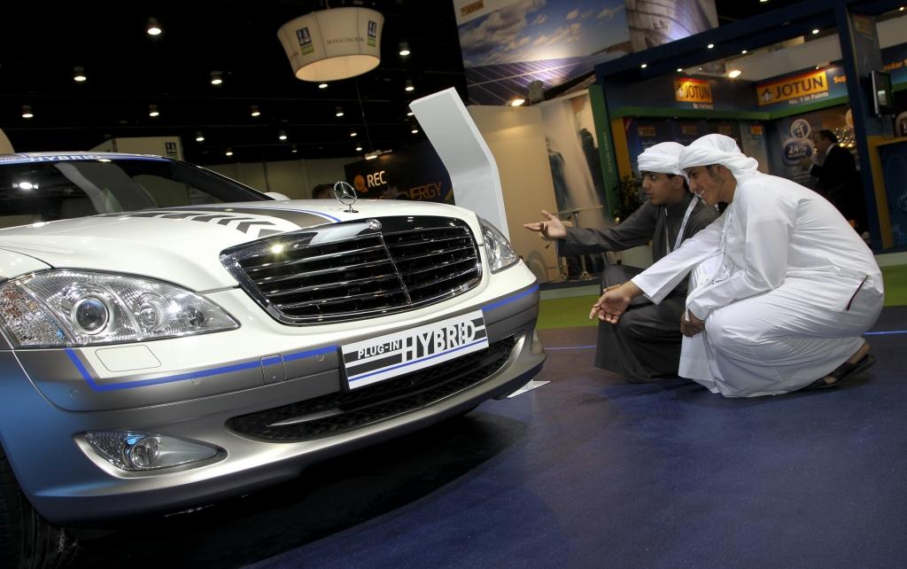 Daimler präsentiert in Abu Dhabi nachhaltige Antriebslösungen
