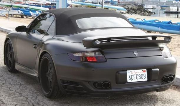 Der 911 Turbo Cabrio ist in 3,8 Sekunden auf 100. Bild von: Chequered Flag International