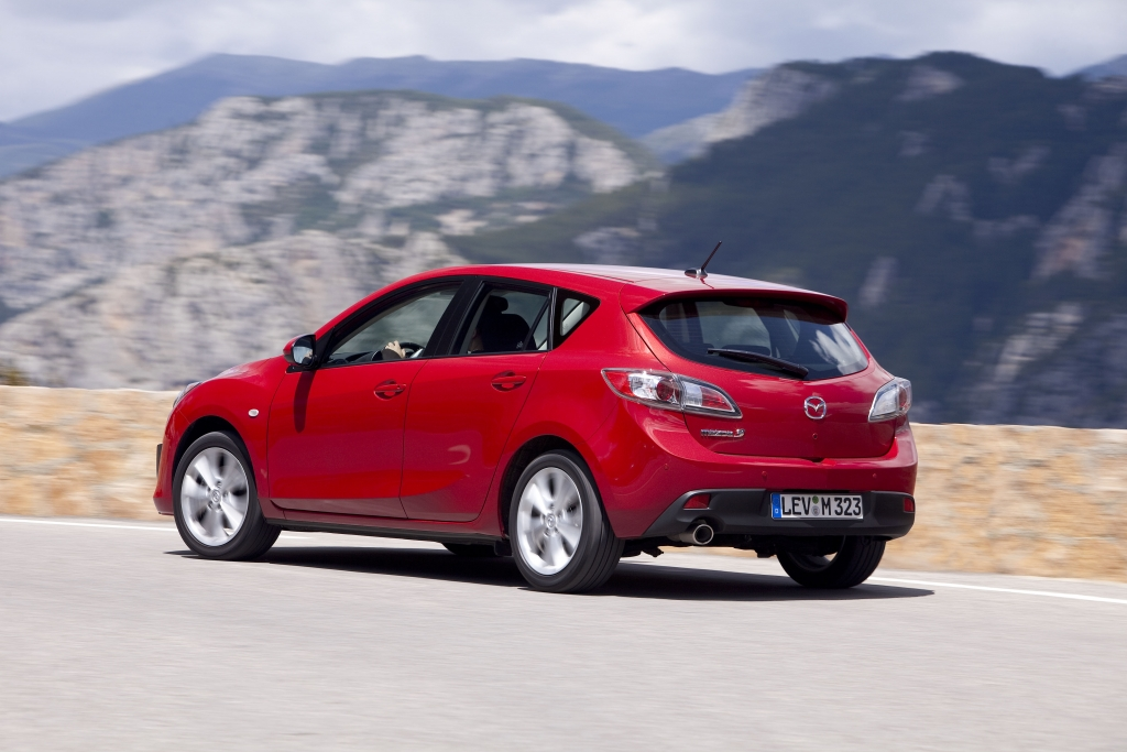 Der Mazda 3 ist aufgrund seines gutes Verbrauchs und des hochwertigen Interieurs das Richtige für Waldi und Co.