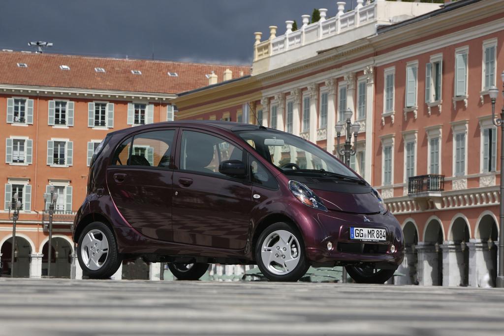 Der Mitsubishi i-MiEV steht seit vergangenem Dezember bei den Händlern und kostet 34.390 Euro