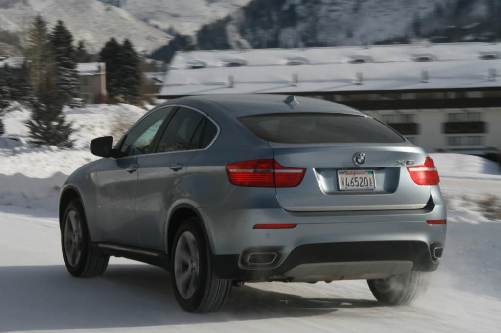 Der X6 rennt in der Hybrid-Version 236 km/h schnell