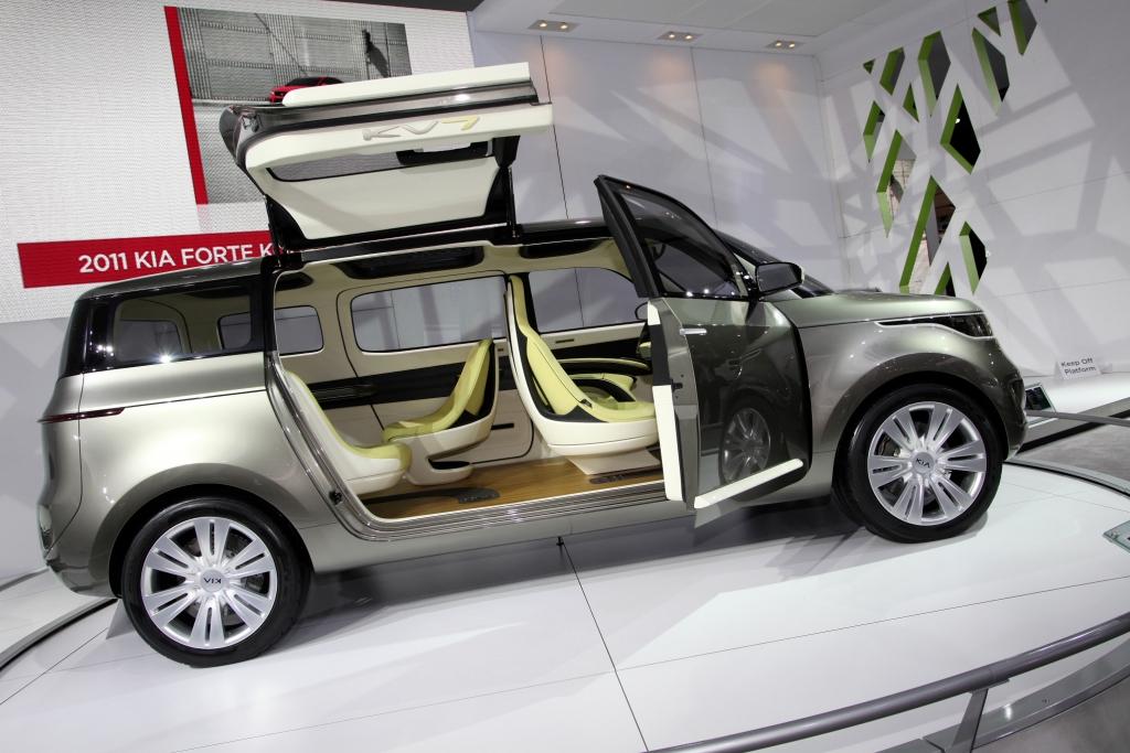 Detroit 2011: Kia präsentiert Van mit Flügeltüren