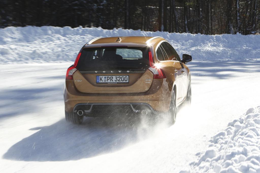 Die Reifen des V60 AVD beißen sich in den Schnee